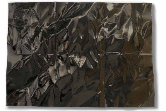christian-renonciat-grand-black-froisse-deplie-6-plis-bois-dayous-vernis-noir-au-tampon-wood-and-black-french-polish-150-x-200-x-7-cm-59-x-79-x-3-in